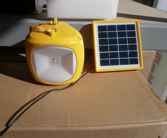 Ηλιακό φωτιστικό με θύρα USB